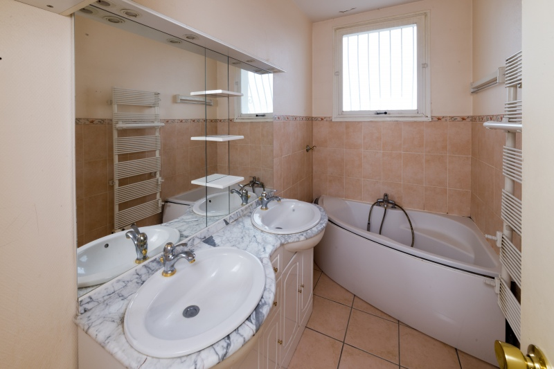 RENOVATION APPARTEMENT NANTES salle de bains AVANT